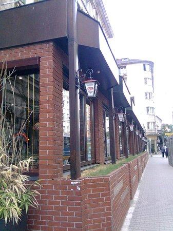 Happy Bar & Grill Rakovski: Happy Bar from Rakovski street