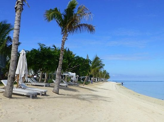 The St. Regis Mauritius Resort: Beach in front of the rooms