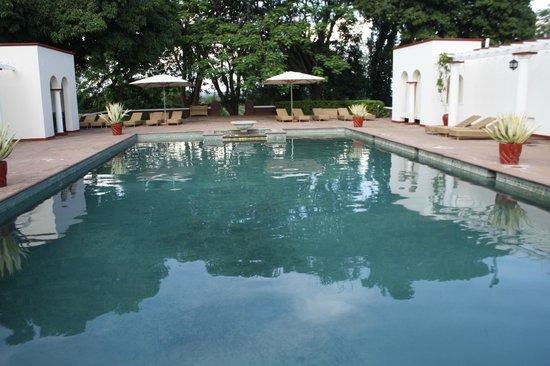 The Victoria Falls Hotel: Pool