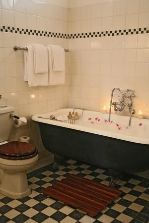 The Victoria Falls Hotel: Traditional Bath