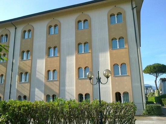 BEST WESTERN Grand Hotel Guinigi: Esterno dal Parcheggio