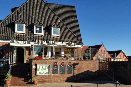 Neuharlingersiel, Niemcy: Eingang Hotel und Restaurant