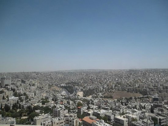 Le Royal Hotel Amman: City view from one of the cheap rooms