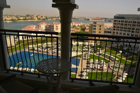 The Ritz-Carlton Abu Dhabi, Grand Canal: Vista desde la habitación