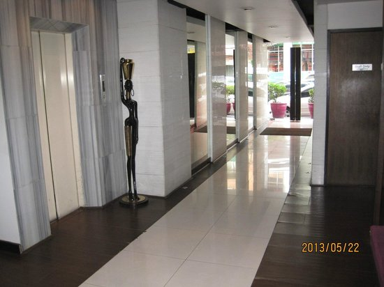 Grand Inn Hotel: At the entrance. Usually a security guard is standing.