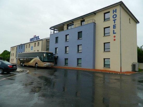 Saint-Brice-Courcelles, France : the blue hotel.