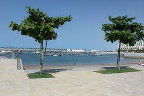 Millennium Resort Mussanah: Beach Area