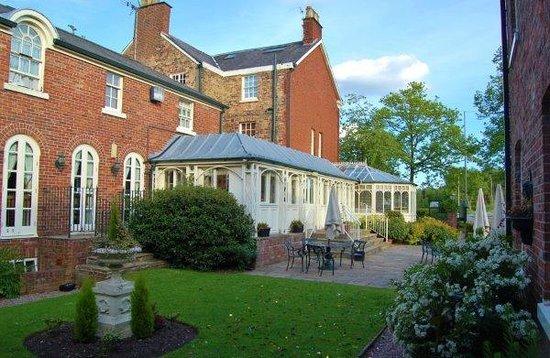 Etrop Grange: Courtyard