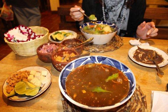 Restaurante El Caldero: le due zuppe di fagioli con le tre salse di antipasto