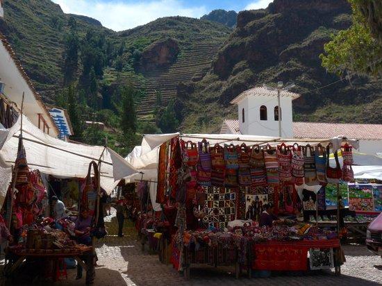 Peru Adventures Paradise Private Day Tours: Pisac market