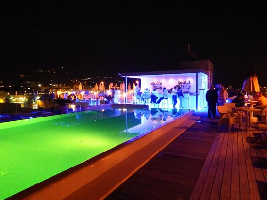 Hotel Kristal Palace - Tonelli Hotels: Poolside area at night