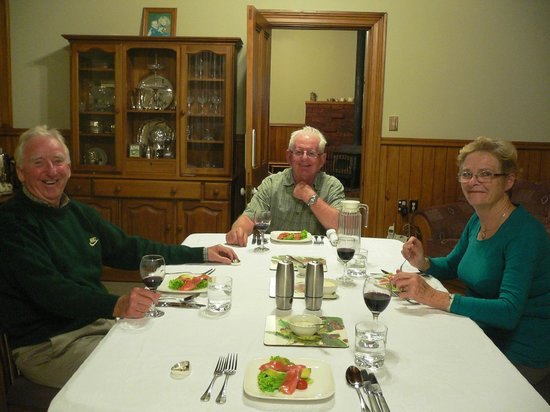 Villa Heights Bed and Breakfast: A perfect evening with John and Rosemary