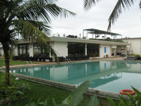 Swimming pool picture of the windflower resort and spa pondicherry pondicherry tripadvisor for Villas in pondicherry with swimming pool