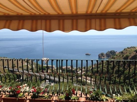 vista magnifica! - Picture of B&B La Terrazza sul Mare, Taormina ...