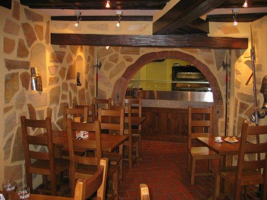 La Taverne des Templiers : salle de petit déjeuner