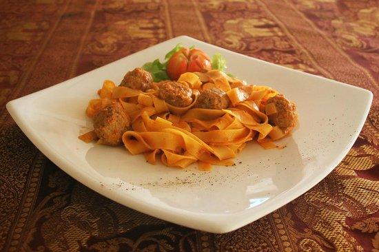Manohra Cozy Restaurant: Fettucine with beef meatballs