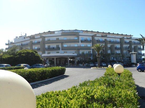 Carlton Hotel Riviera: entrée de l'hotel