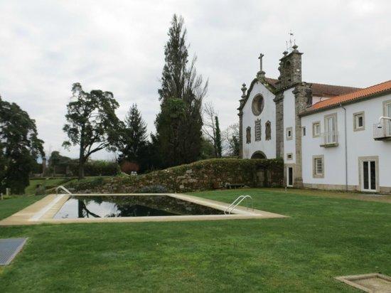 Convento dos Capuchos: Piscina de fundo negro
