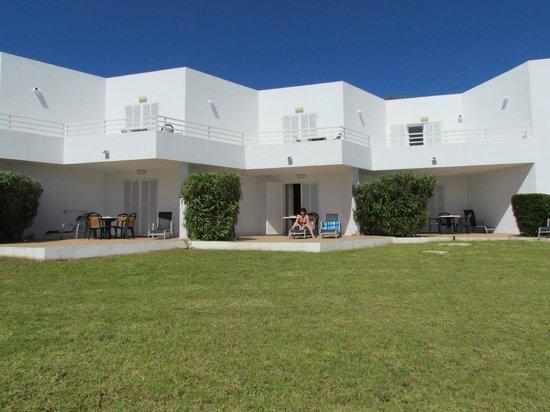 Aparthotel Ferrera Blanca: Patio area