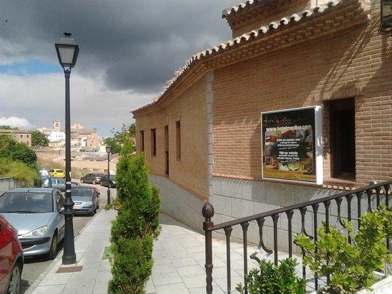 Hotel Medina de Toledo: entrada del hotel