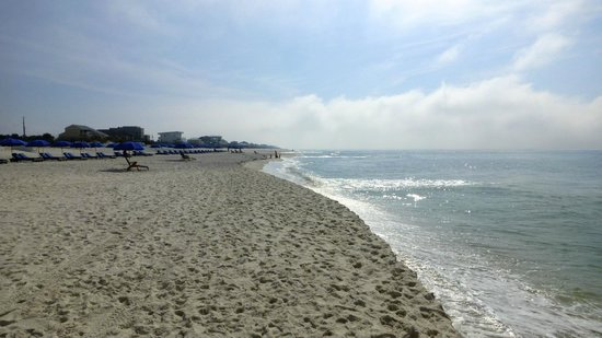 Days Inn Pensacola Beachfront: Das Motel liegt direkt am Strand