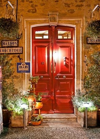 Maison L'Orchidee: Door to a Warm Welcome