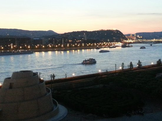 Palacio de las Artes (Muveszetek Palotaja): View of the Danube off the balcony