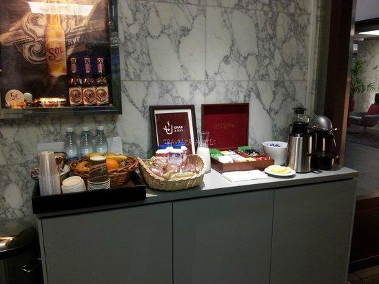 Radisson Blu Plaza Hotel, Helsinki: early morning breakfast