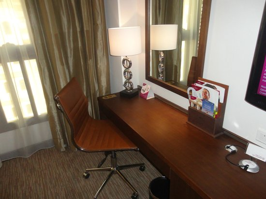 Crowne Plaza Madinah : Disc in the room