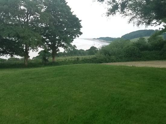 Mansion House Llansteffan: The view from the front lawn in Pantyrathro.