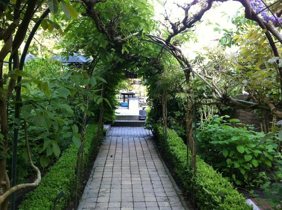 Entree Au Jardin Picture Of Auberge De La Roseraie