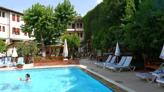 Idyros Hotel : Внутренний дворик