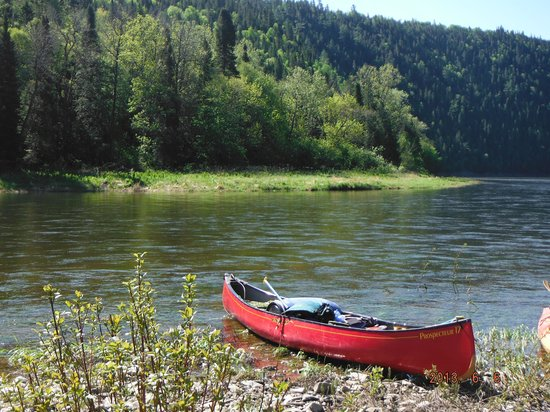 Chalets Restigouche : Canoe on the Restigouche