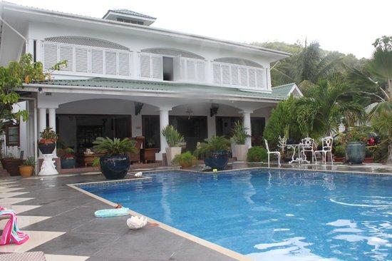 Le Bonheur Villa: Pool and Villa