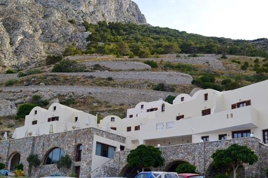 Epavlis Hotel, nestled at foot of road to Ancient Thira