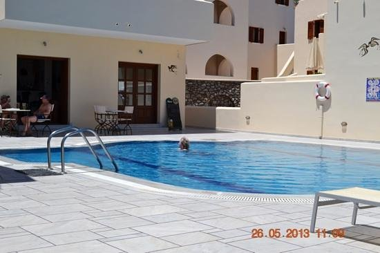 Epavlis Hotel: Pool, in full sun all day