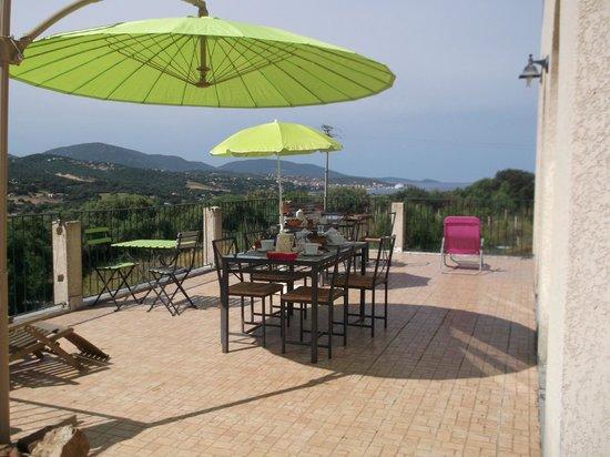 U Pianarellu : terrasse petit dej