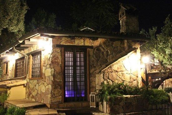 La Casa Nella Roccia.La Villa Di Notte Picture Of B B La Casa Nella Roccia
