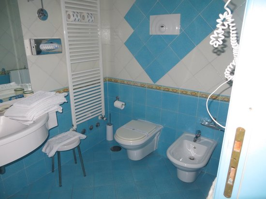 Villa Sirio Hotel: Bathroom - super clean