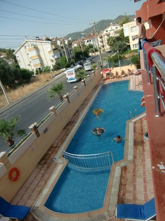 High Life Apartments: Swimming pool