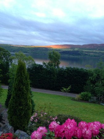 Loch Ness Lodge: Beautiful grounds