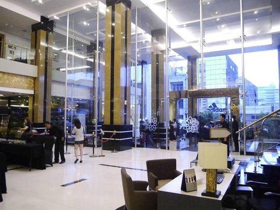 Golden Flower: Hotel Lobby