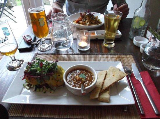 The Bean Inn Vegetarian Restaurant: Yummy main courses at The Bean Inn