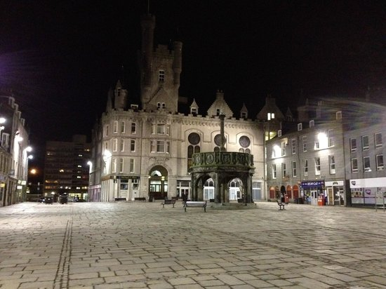 Castlegate: At Castelgate by night