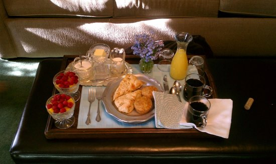 Grey Oak Guest House: Continental Breakfast (Vegetarian)