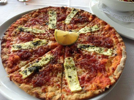 Cnr Cafe Bistro and Deli : Halloumi pizza