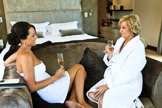 Nova Constantia Boutique Residence: Me and my mum enjoying a glass of chamange in my beautiful room