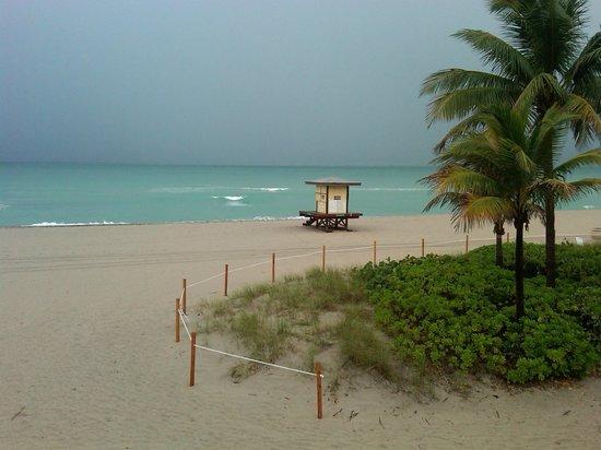 Manta Ray Inn beach