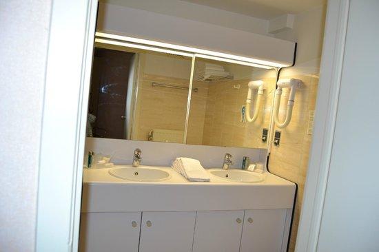 Andromeda Hotel : salle de bain
