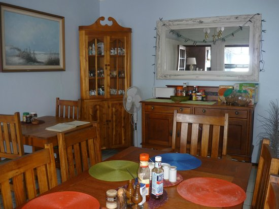 A1 Kynaston B&B : dining room